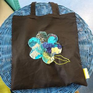 zwarte katoenen tas met bloem