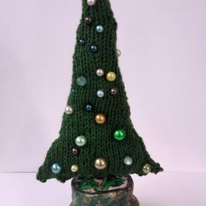 Kerstboom gebreid met kralen