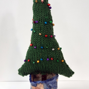 Kerstboom gebreid met belletjes