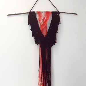 Macramé wandhanger donkerrood wit/rood