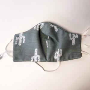 mondkapje grijs met witte cactus en witte touwtjes