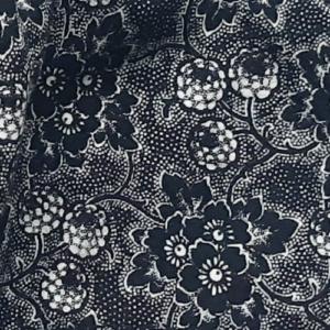 mondkapje zwart met witte en zwarte bloemetjes